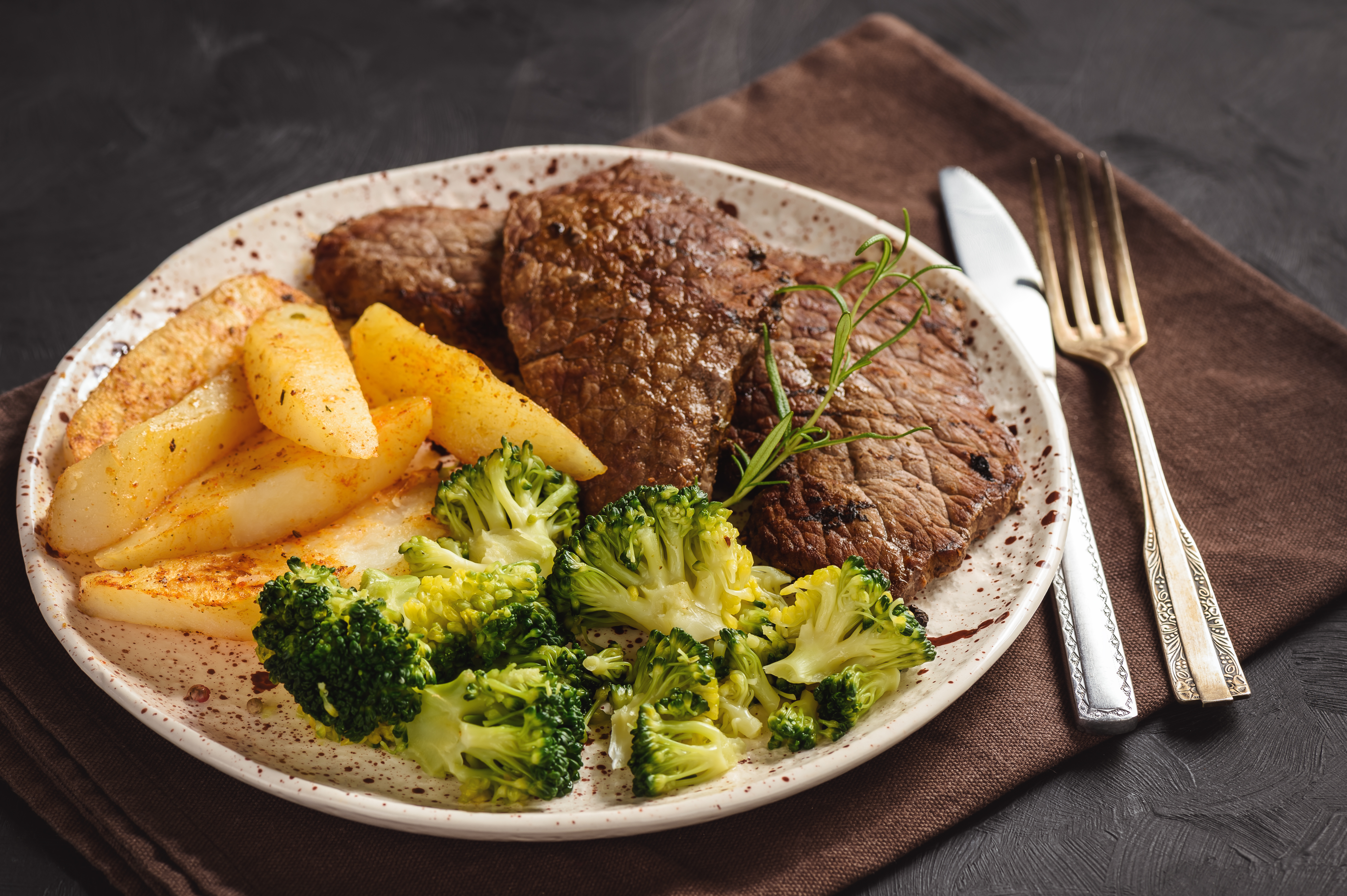 Grilled beefsteack with broccoli and  baked potatoes.