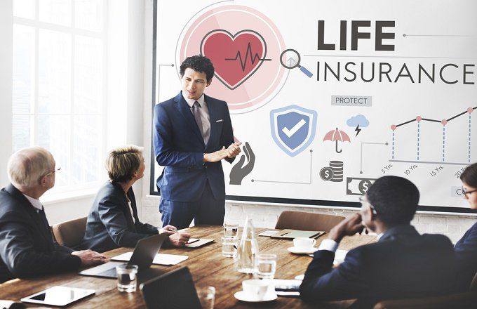 Differences between IUL and whole life insurance