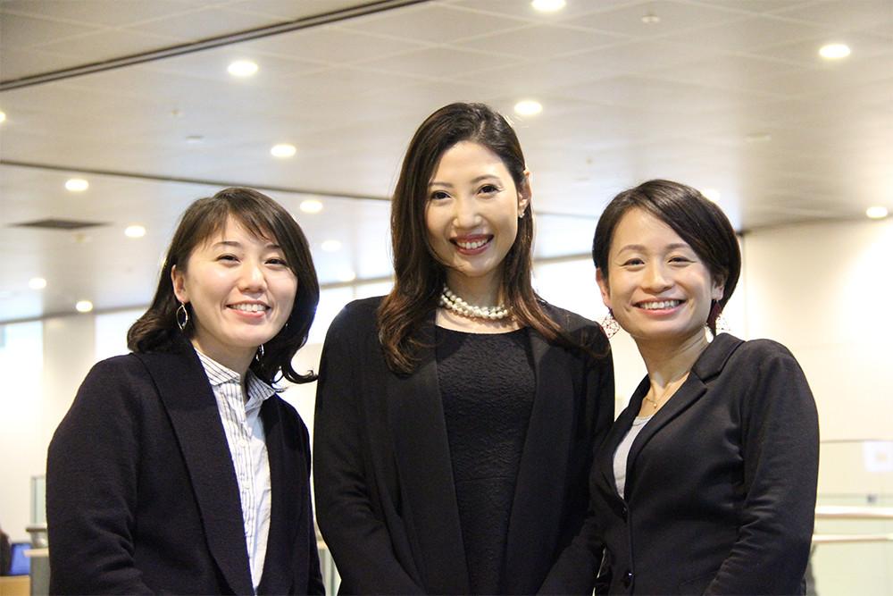 東芝 寺岡氏(左)、中村氏(中央)、千木良氏(右)