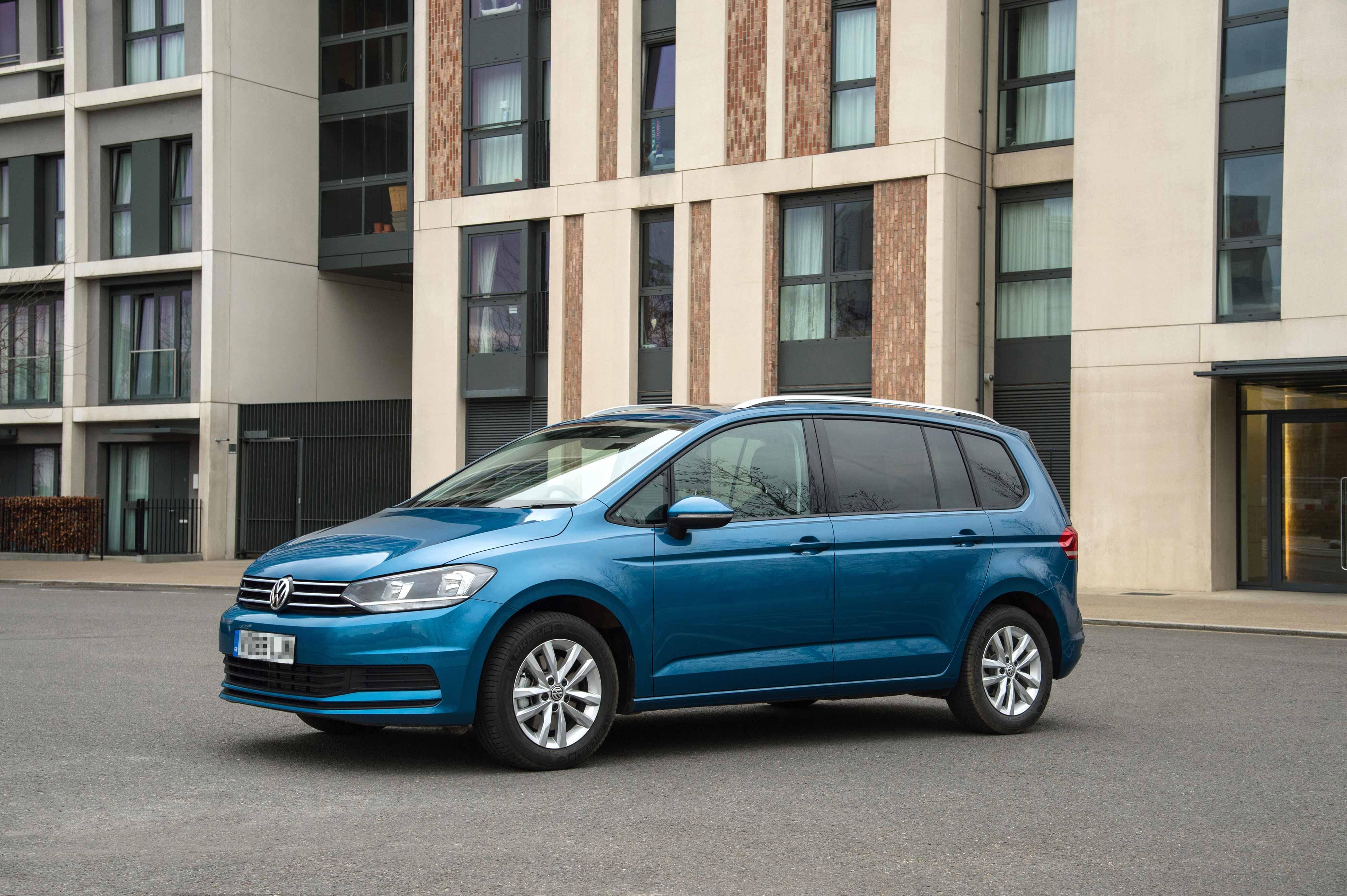 Volkswagen-Touran.jpg