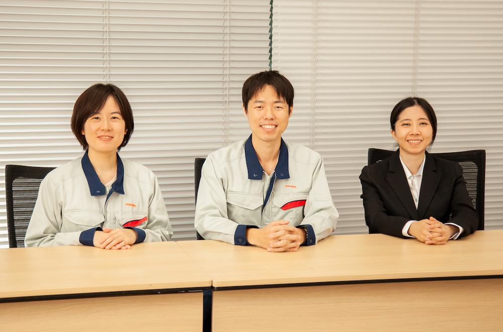 (左から)坂口氏、吉澤氏、鈴木氏