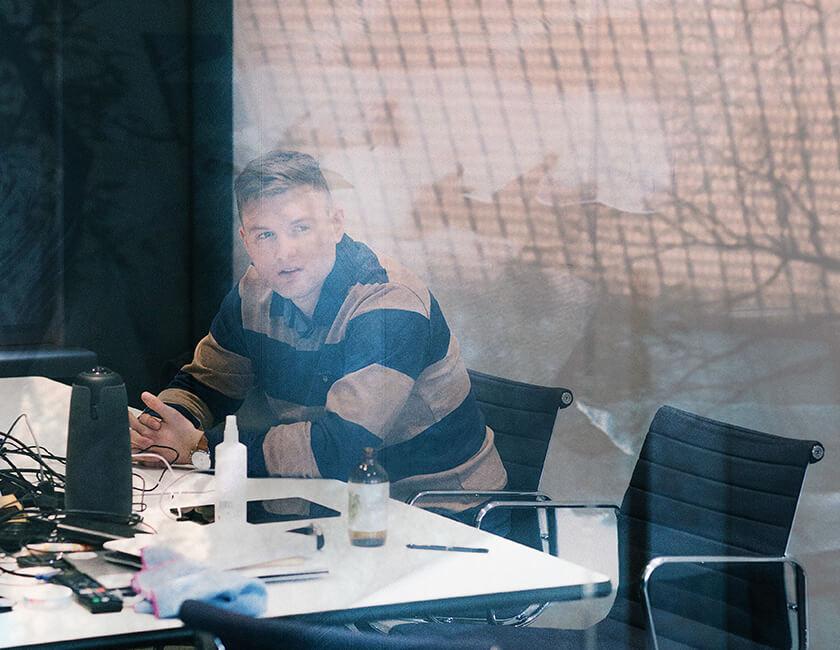 Photo : 2017年に生まれた「ブロックチェーン×法律」のスタートアップ、Agrello創業者のハンド。自身の独立志向やものの考え方に「エストニアで育ったことは大きく影響している」と、弁護士資格をもつ24歳の起業家は語る。