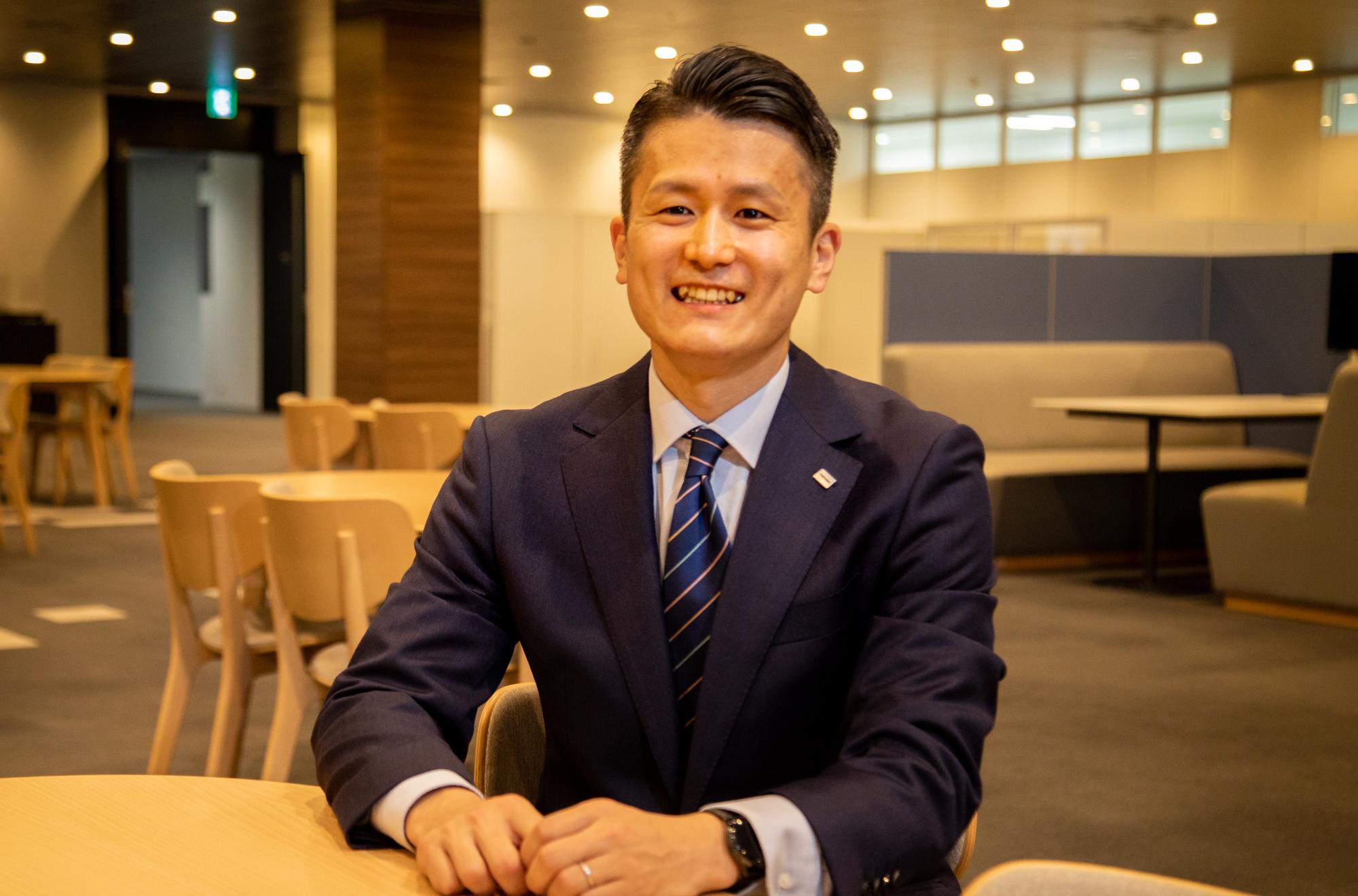 Kentaro Hino, Corporate Sales Department, Toshiba Lighting and Technology Corporation(1)