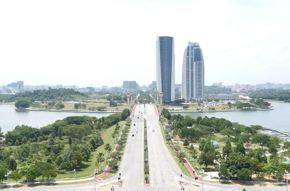 「自然との共存(Garden City)」を掲げるプトラジャヤ市