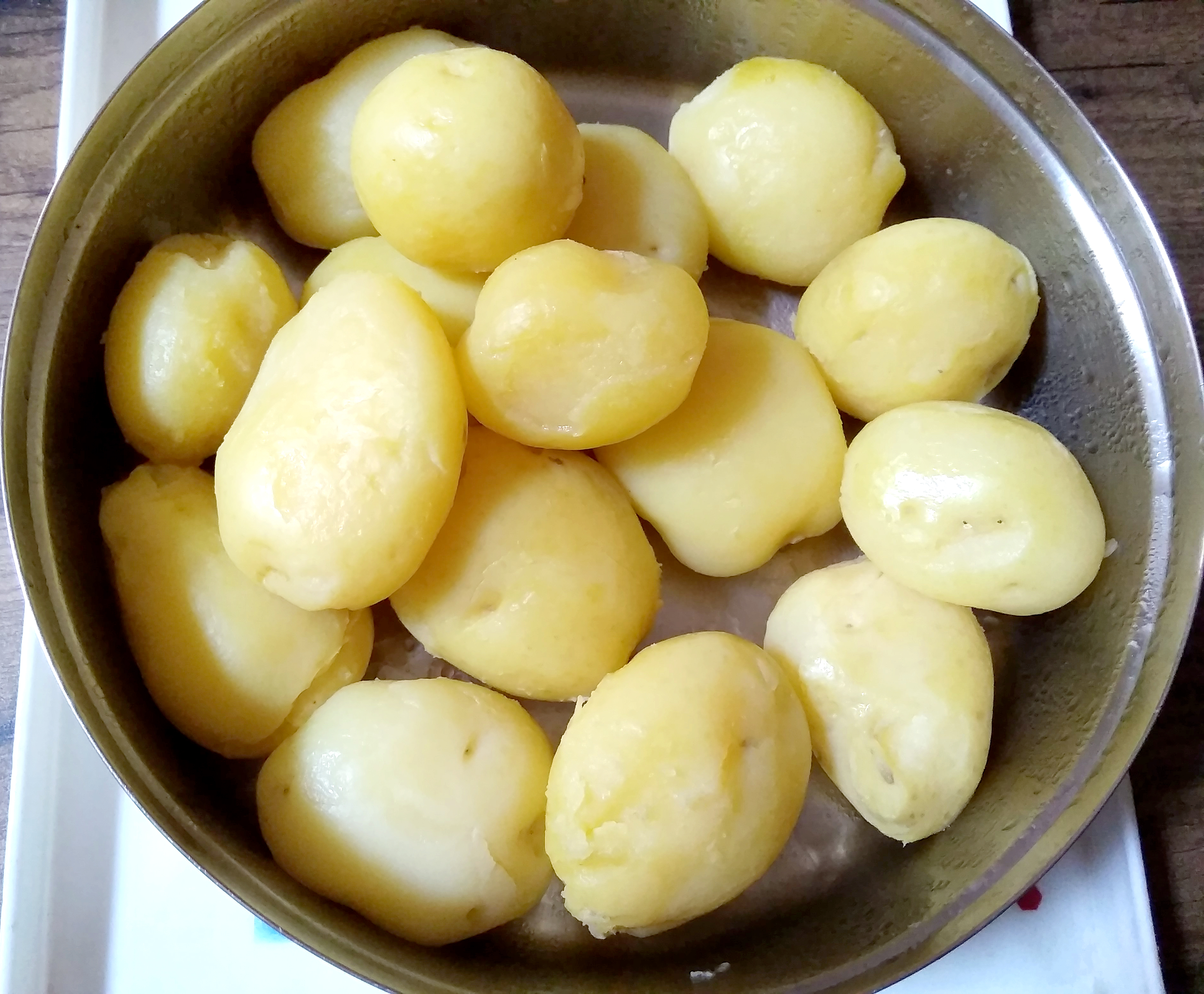 Bowl of freshly boiled potatoes ready for serving