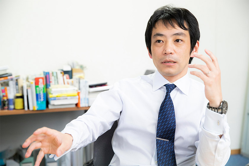 "Photo : ""Accurate economic forecasting benefits all businesses."" (Mr. Sakaguchi)"