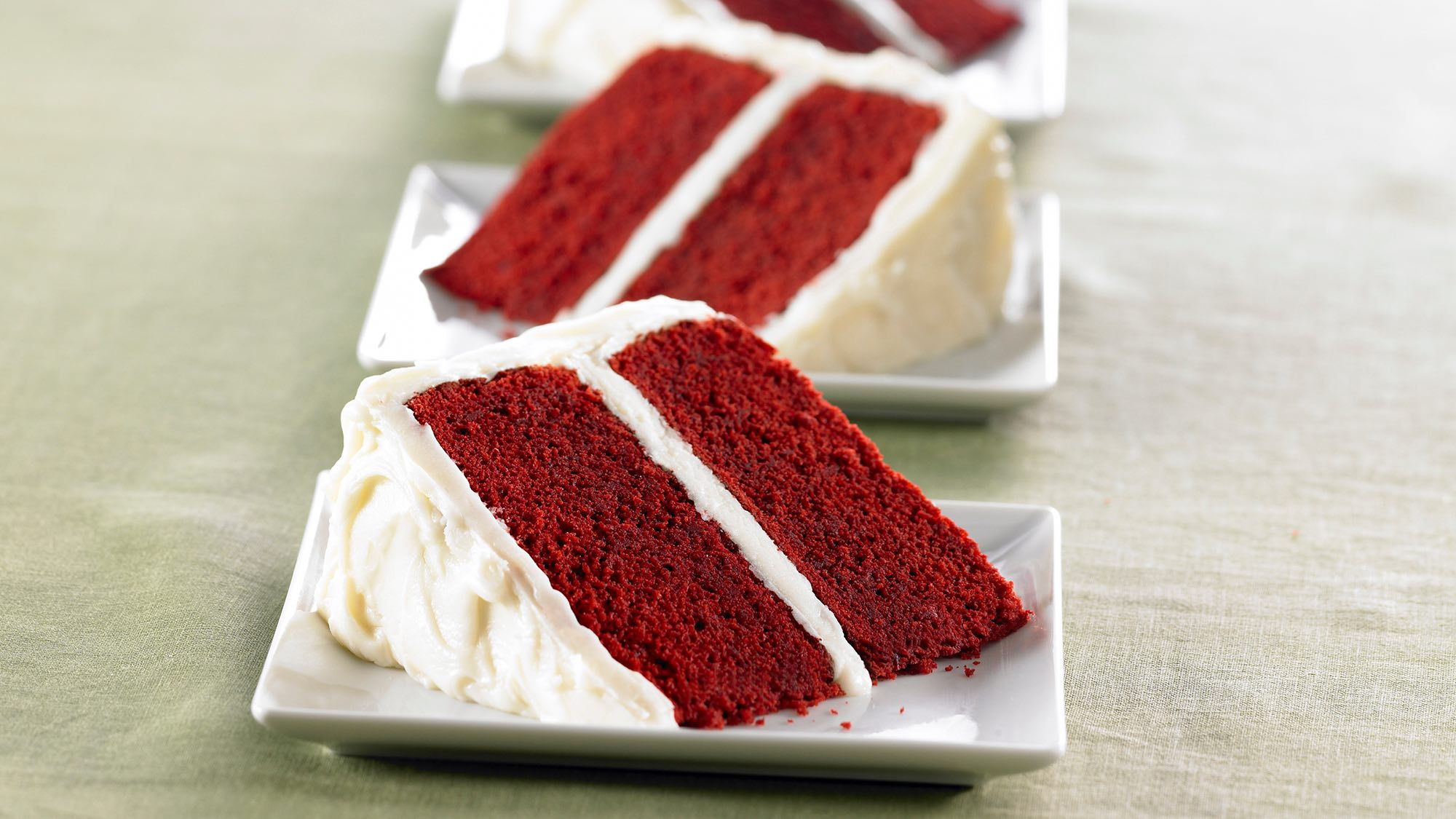 red-velvet-cake-with-vanilla-cream-cheese-frosting.jpg