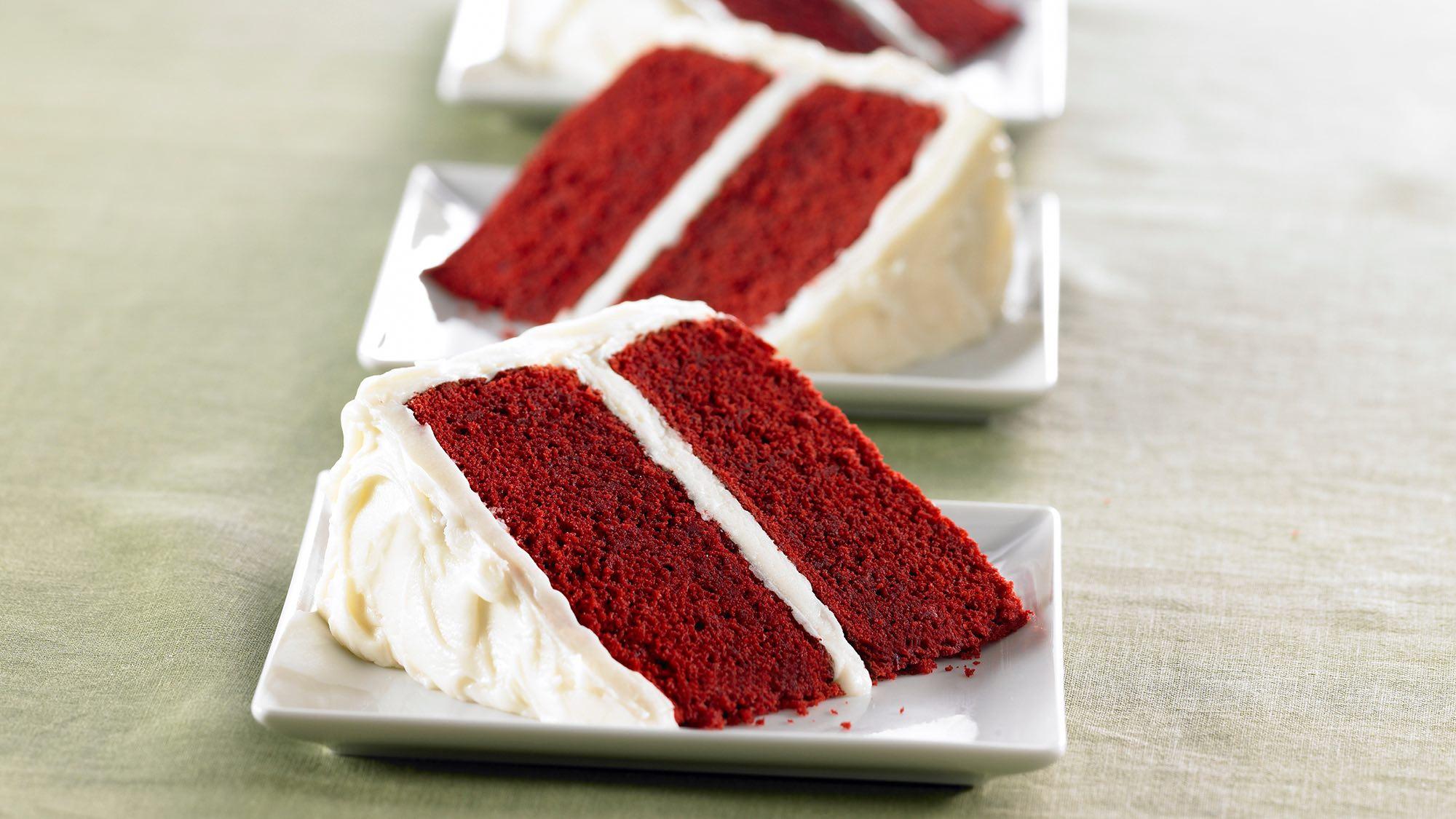 red-velvet-cake-with-vanilla-cream-cheese-frosting.jpg