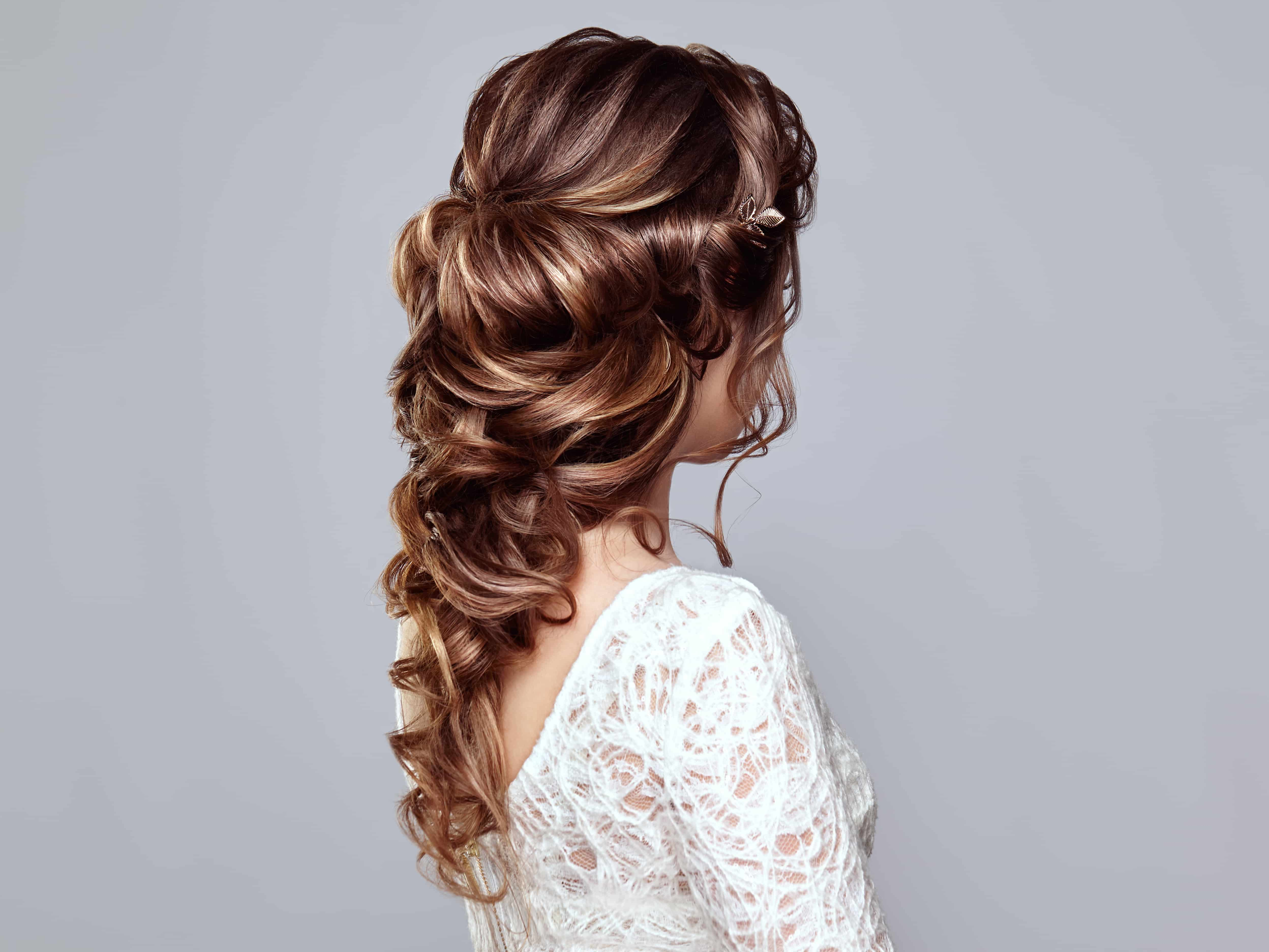Brunette woman with long and shiny curly hair-min.jpeg