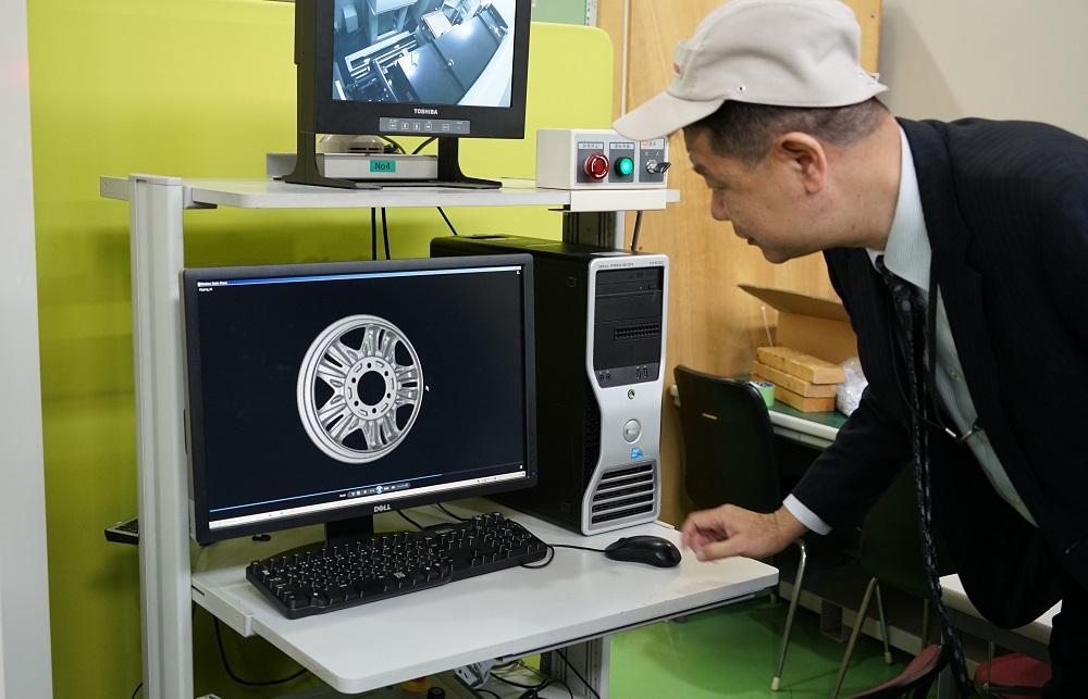 Inspecting a wheel rim