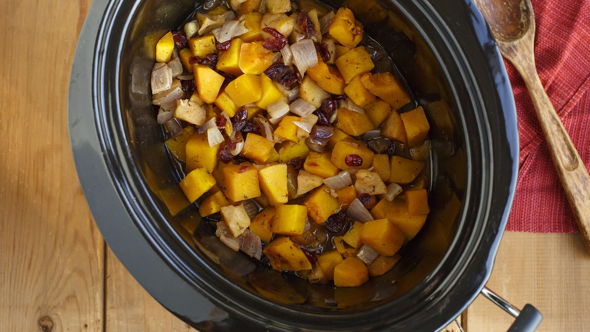 slow_cooker_squash_with_cranberries_and_apples_2000x1125.jpg
