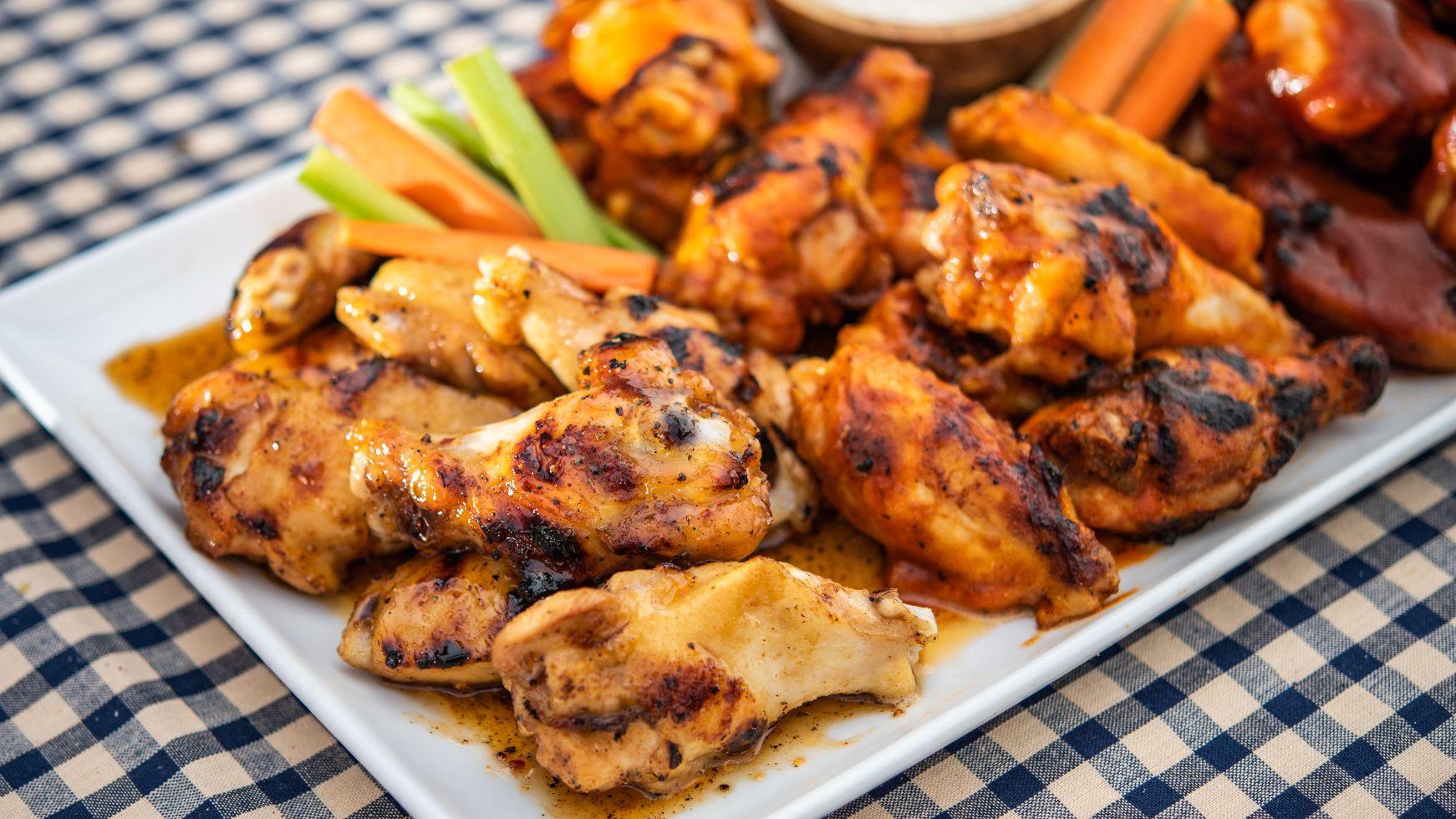 flavor_makers_wings_tailgating01.jpg