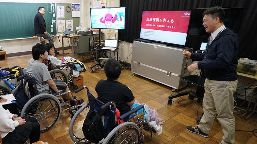 写真 : 横浜南養護学校 教室内の様子