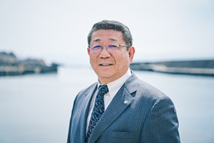 Photo : Masayuki Takahashi Mayor of Kamoenai-mura Village