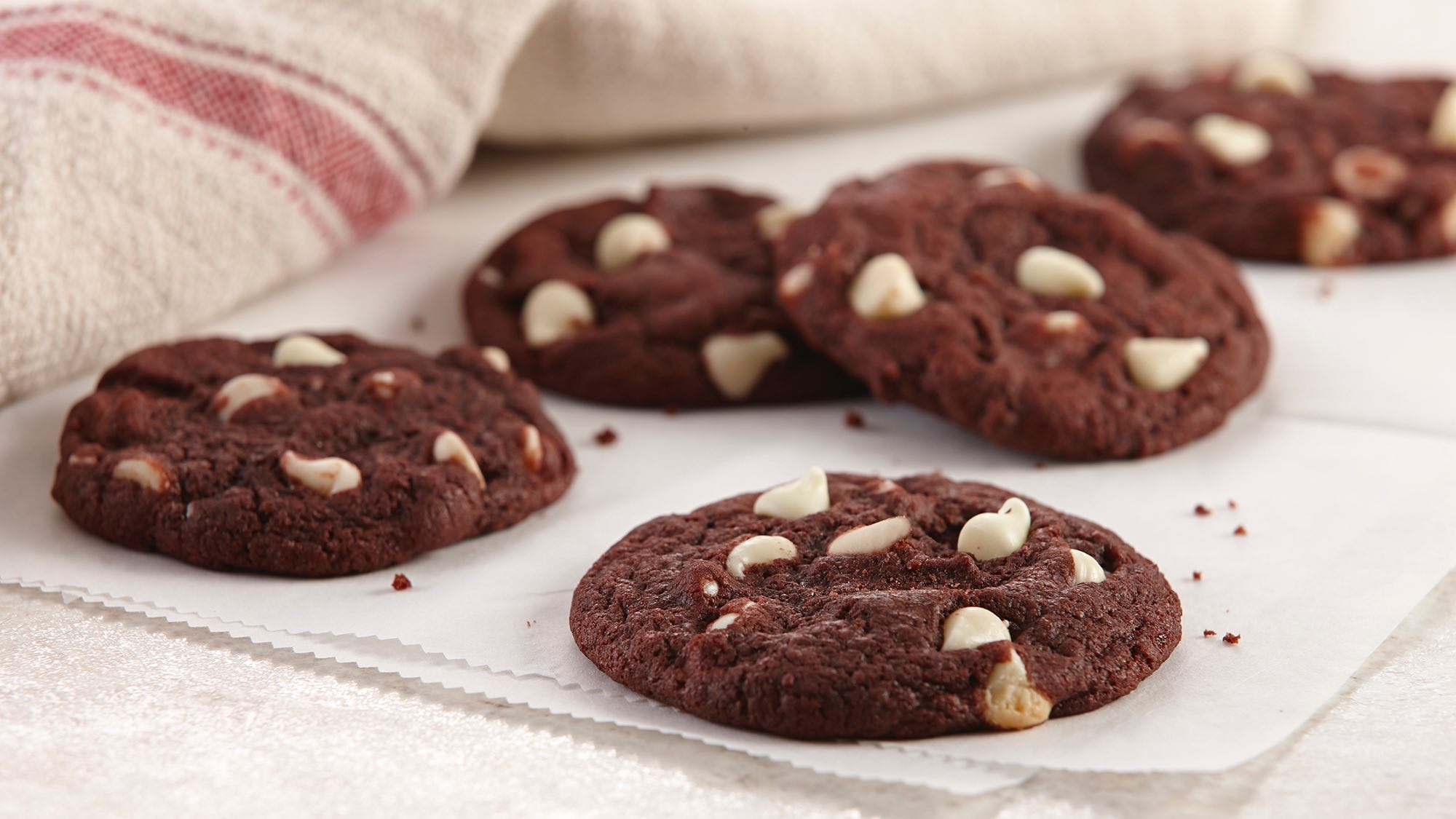 red-velvet-white-chocolate-chip-cookies.jpg