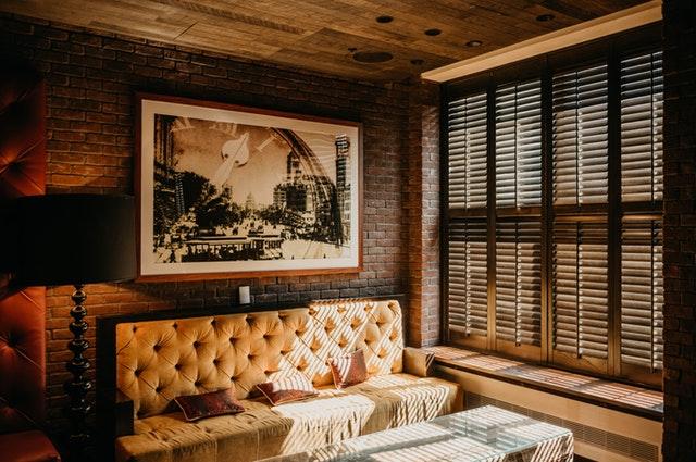 ambiance-brick-wall-ceiling-2555635.jpg