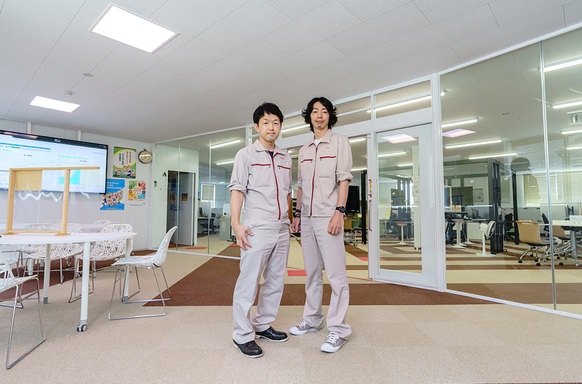 高山氏と村田氏、リニューアルされたオフィスにて