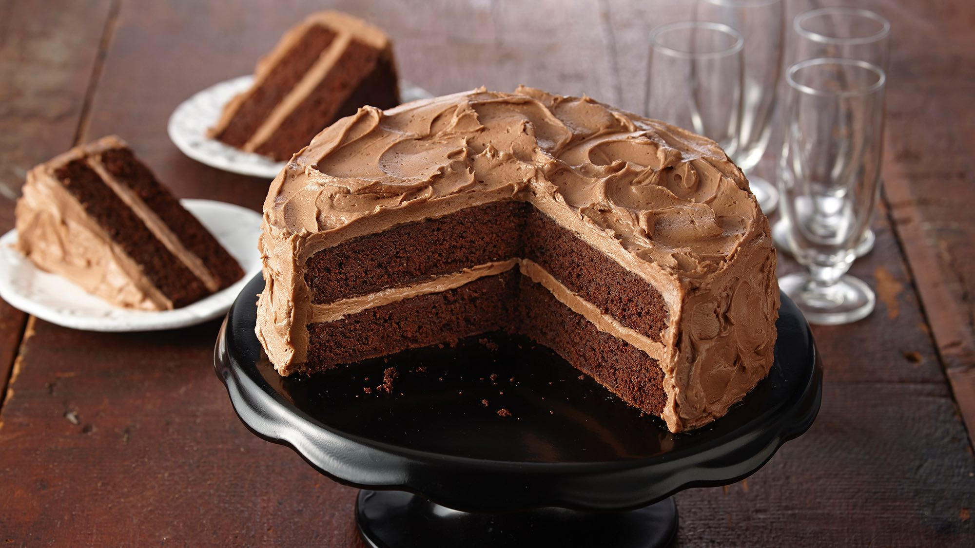 gluten-free-chocolate-cake-with-chocolate-buttercream-frosting.jpg