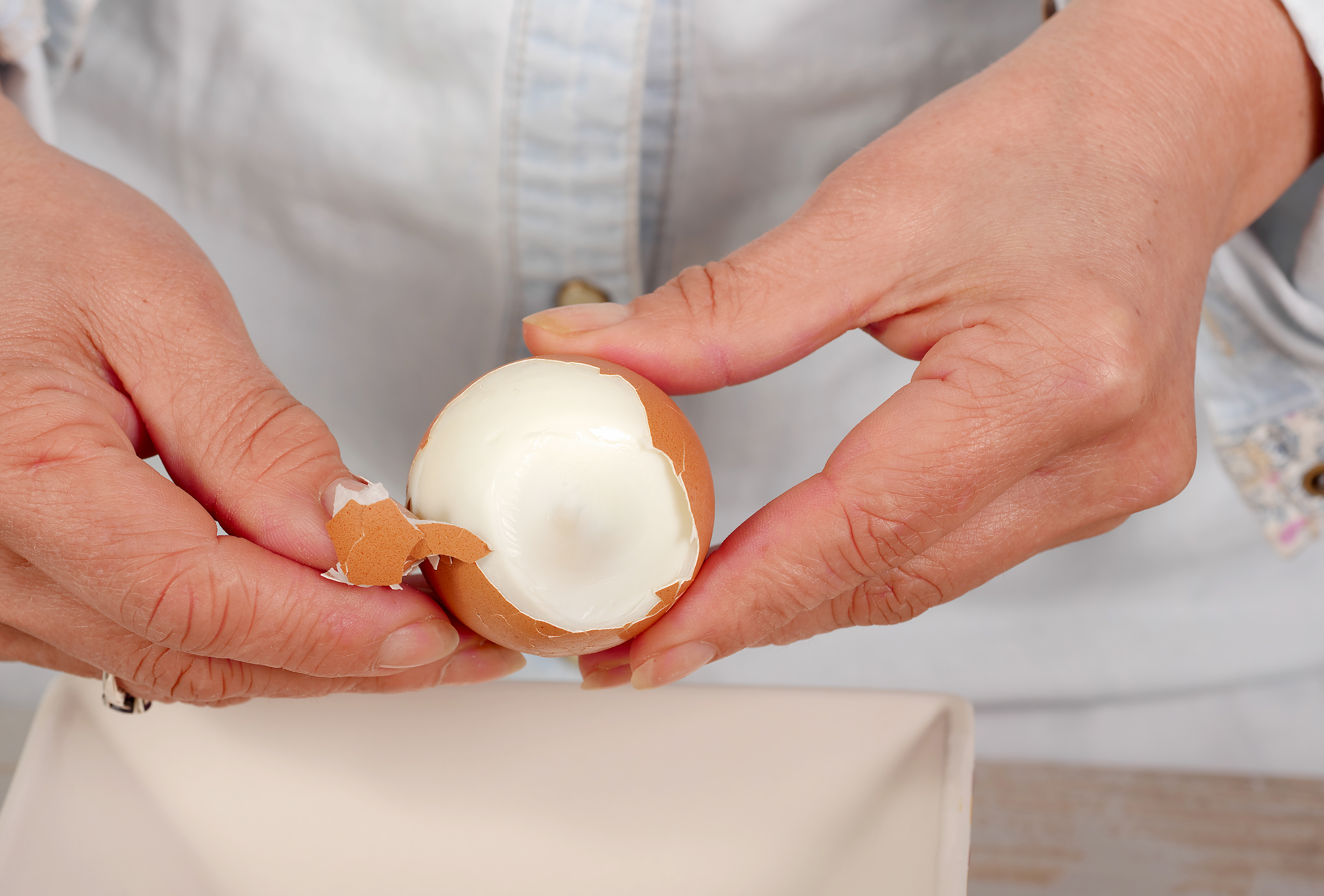 How to peel hard-boiled eggs
