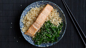How to make poached salmon with spinach