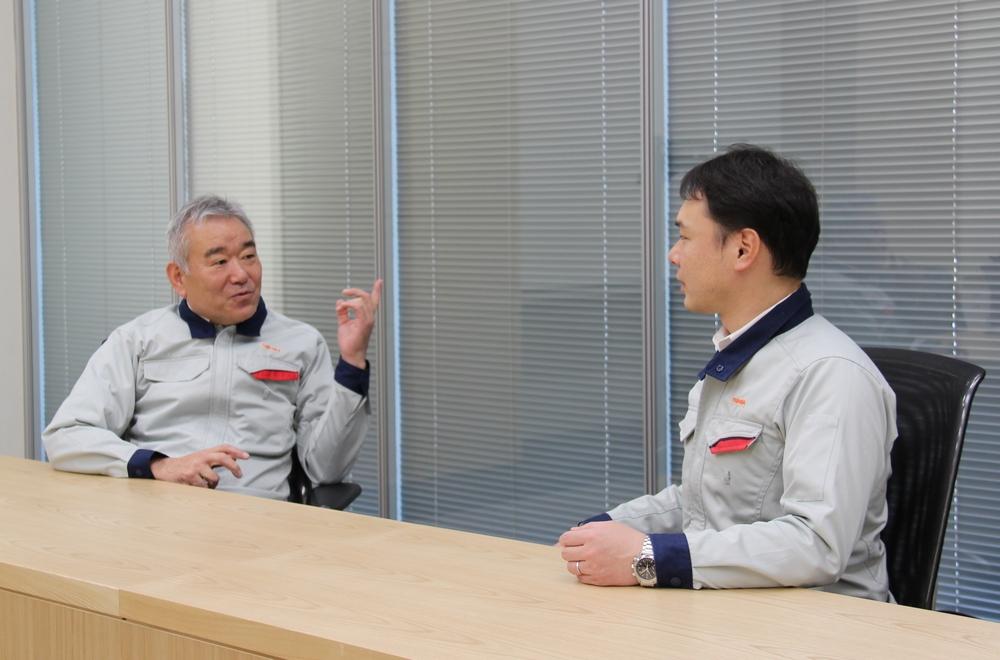 Sumiyoshi (left), Takami (right)
