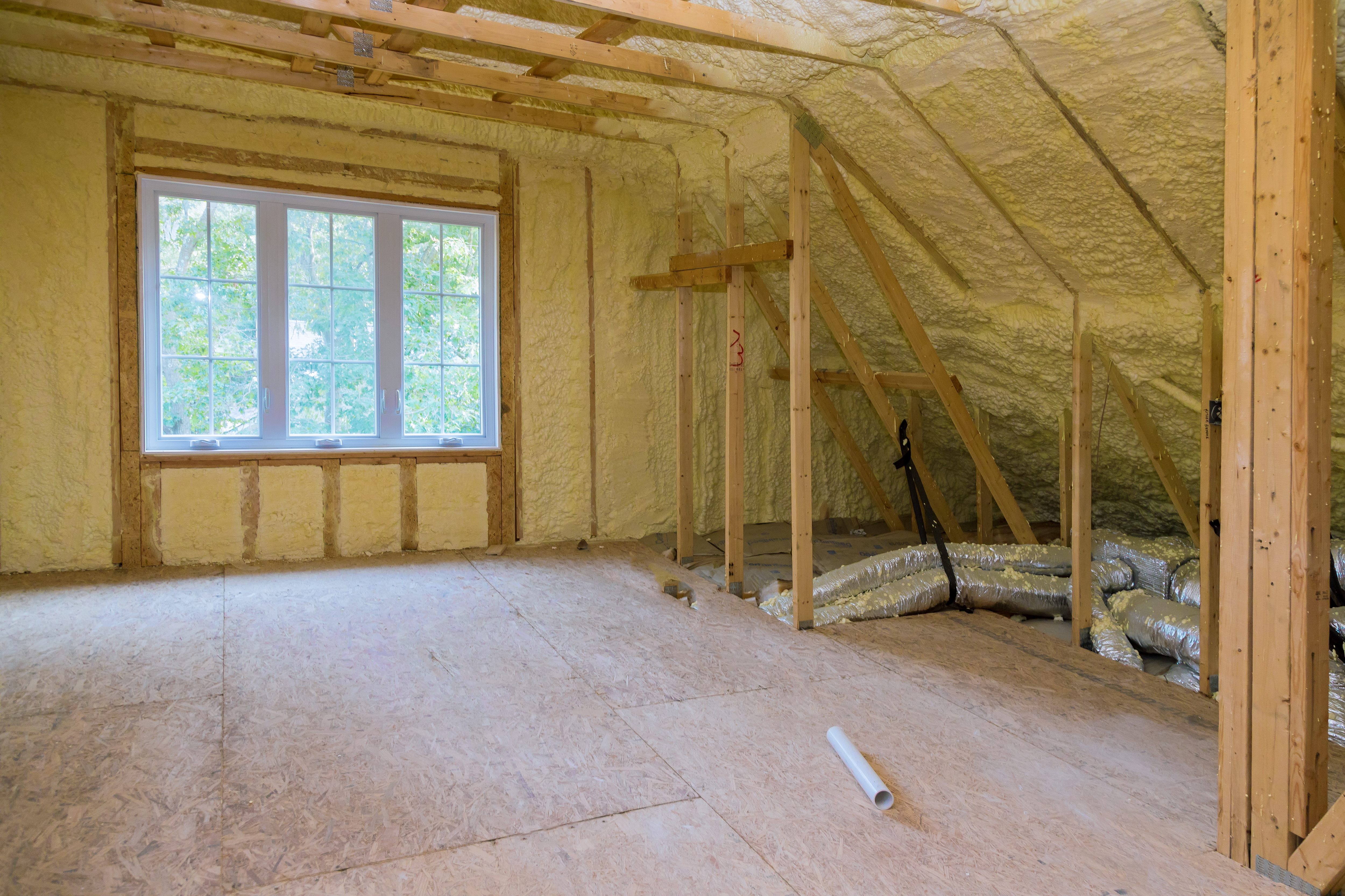 Insulation of thermal insulation attic with cold barrier and insulation material