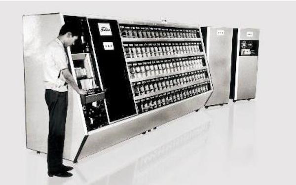 1967年に発表された、世界初の実用手書き郵便番号自動読取区分機