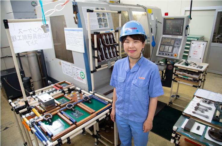 精密研削加工室にて開閉装置部品を製作