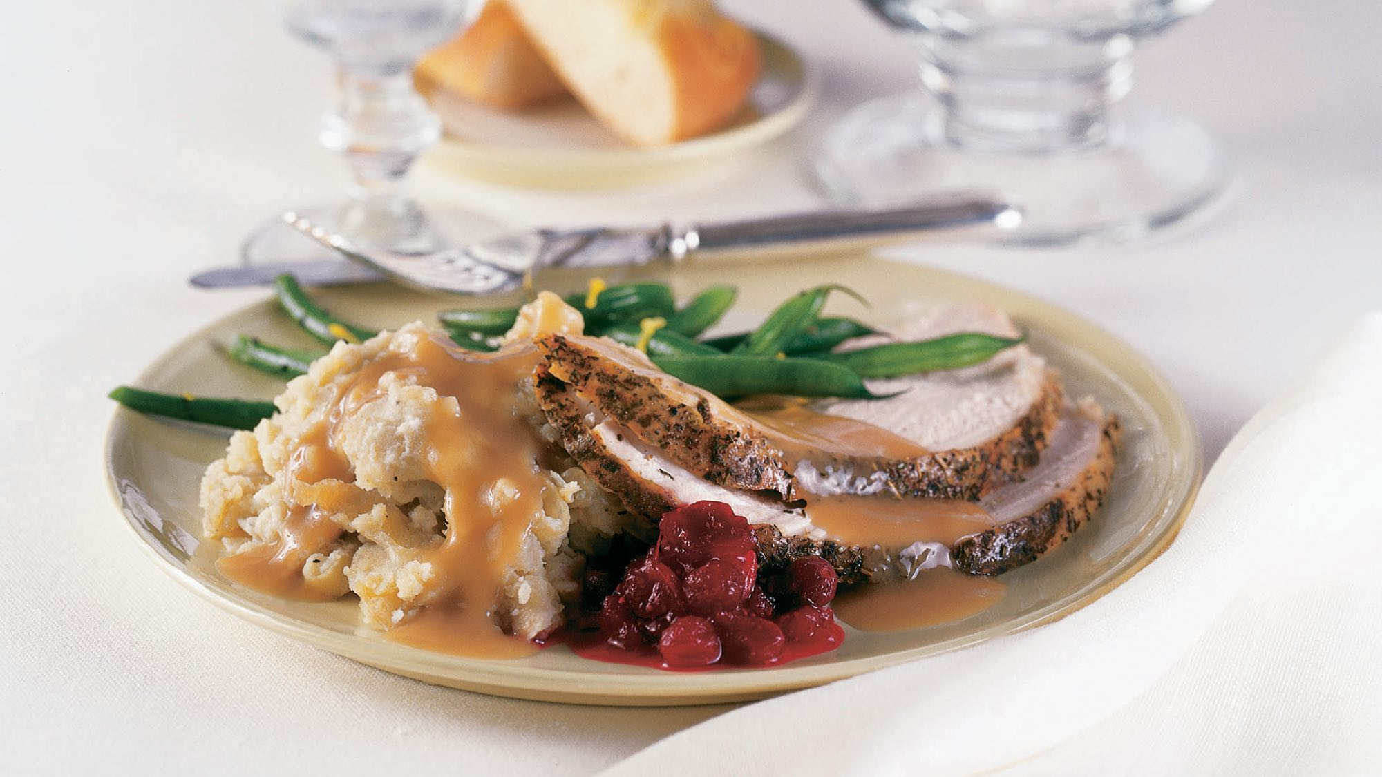 apple-sage-turkey-gravy.jpg