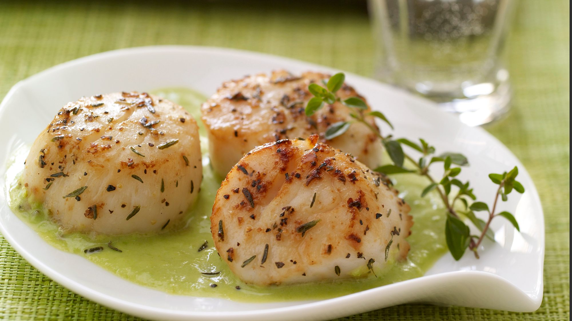 ginger-scallops-with-creamy-pea-puree.jpg