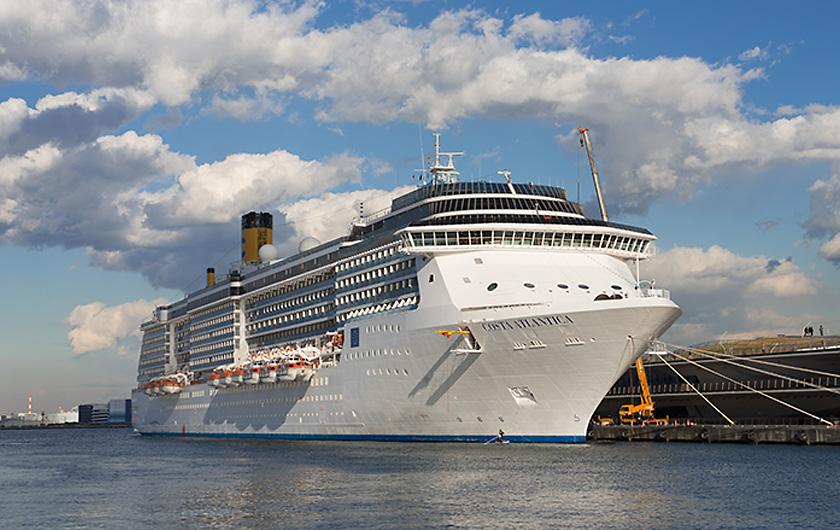 Photo : Costa Atlantica, the large Italian cruise ship where the cluster occurred