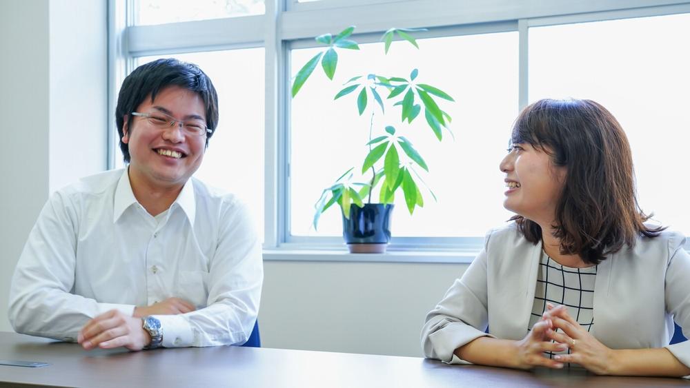 左から株式会社東芝 生産技術センター 平塚 大祐氏、東芝インフラシステムズ株式会社 江本 沙綾氏