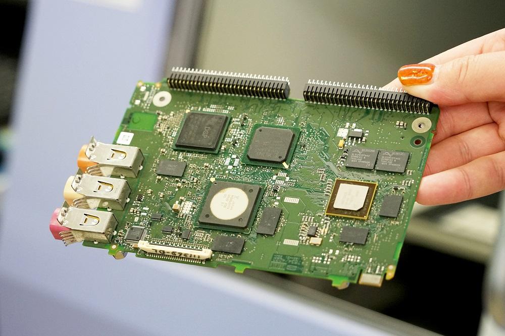品質が求められる半導体や電子基板。全数検査が必須だ