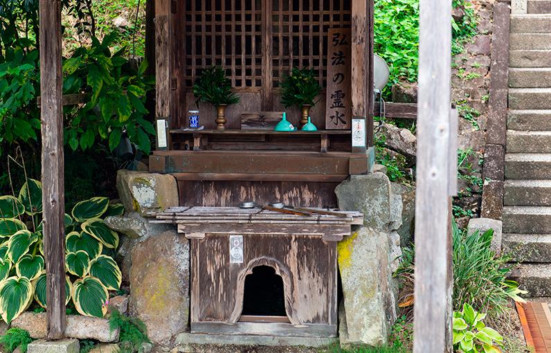 白水の井戸「弘法の霊水」