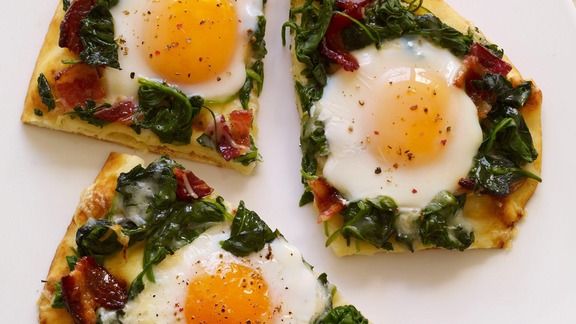 applewood-bacon-and-eggs-breakfast-flatbread (1).jpg