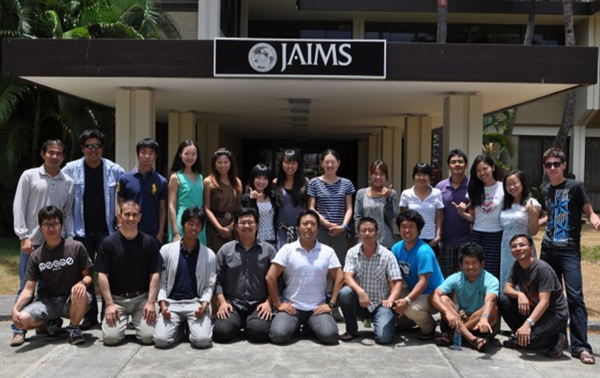 Photo : Pictured above: JAIMS students studying in at the Hawaiian institute.