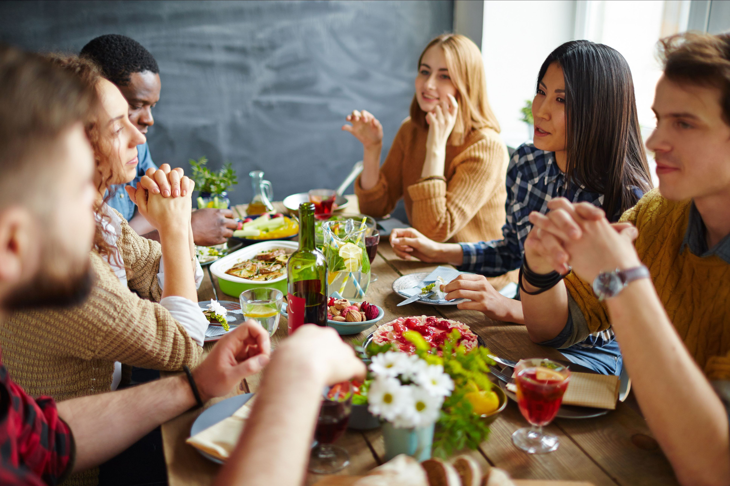 How to host a great Friendsgiving celebration on a budget