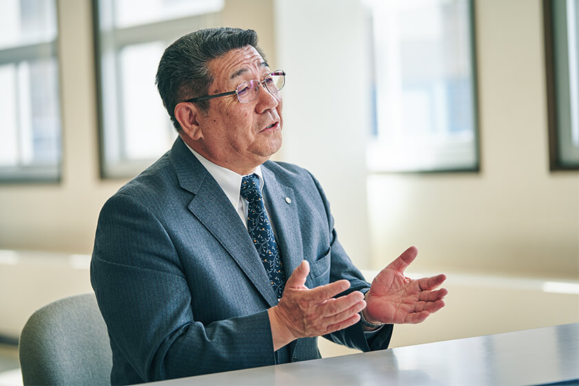 Photo : Village Mayor Takahashi spent more than half his life of public service as a village office staff member working with industry, where he built many connections with fishers.
