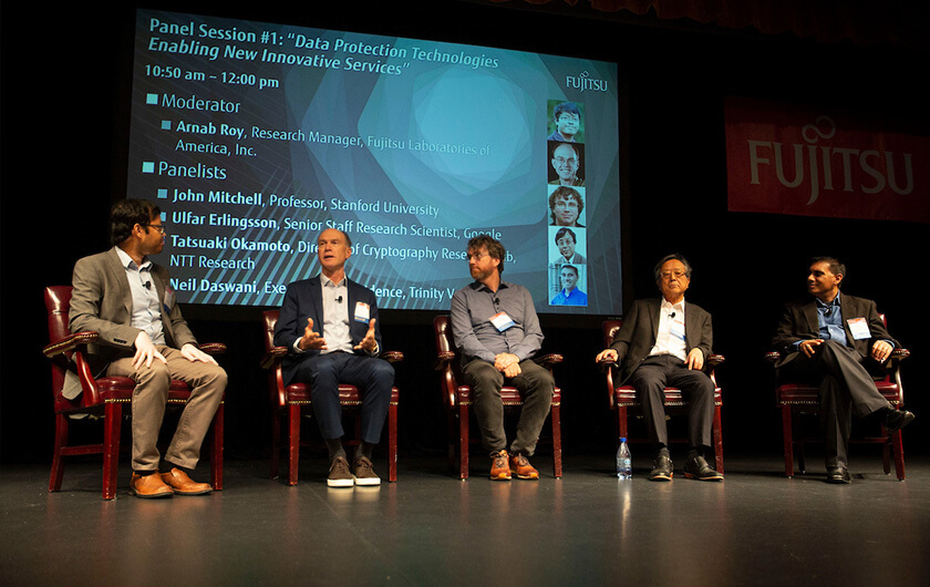 "Photo : A panel weighed in on the theme of ""Data Protection Technologies, Enabling New Innovative Services."""