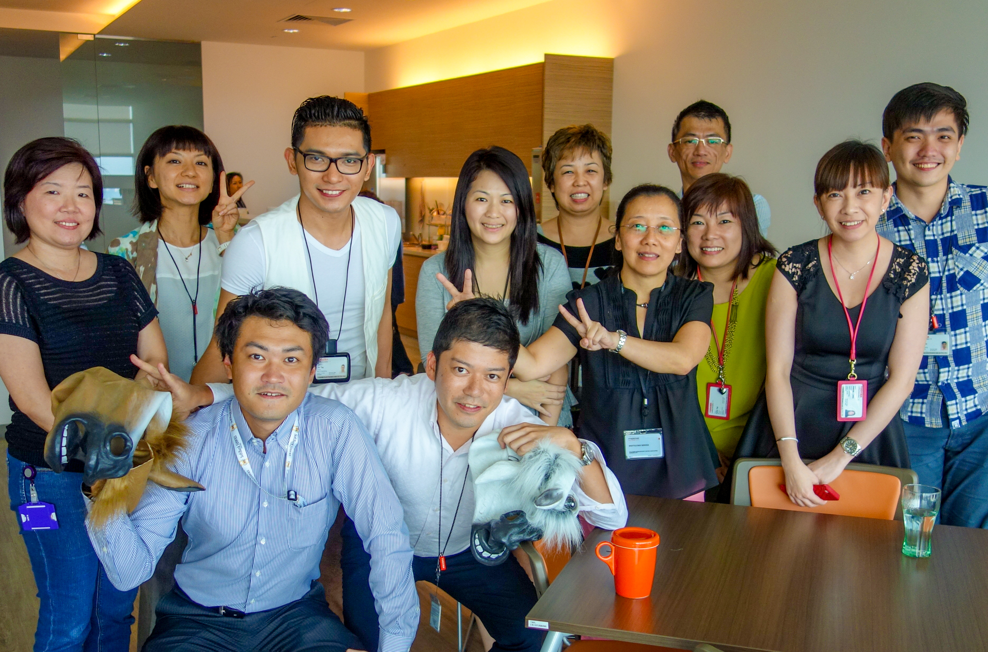 Mr. Katayama (second from the left of the front row) with colleagues from Singapore in 2014.