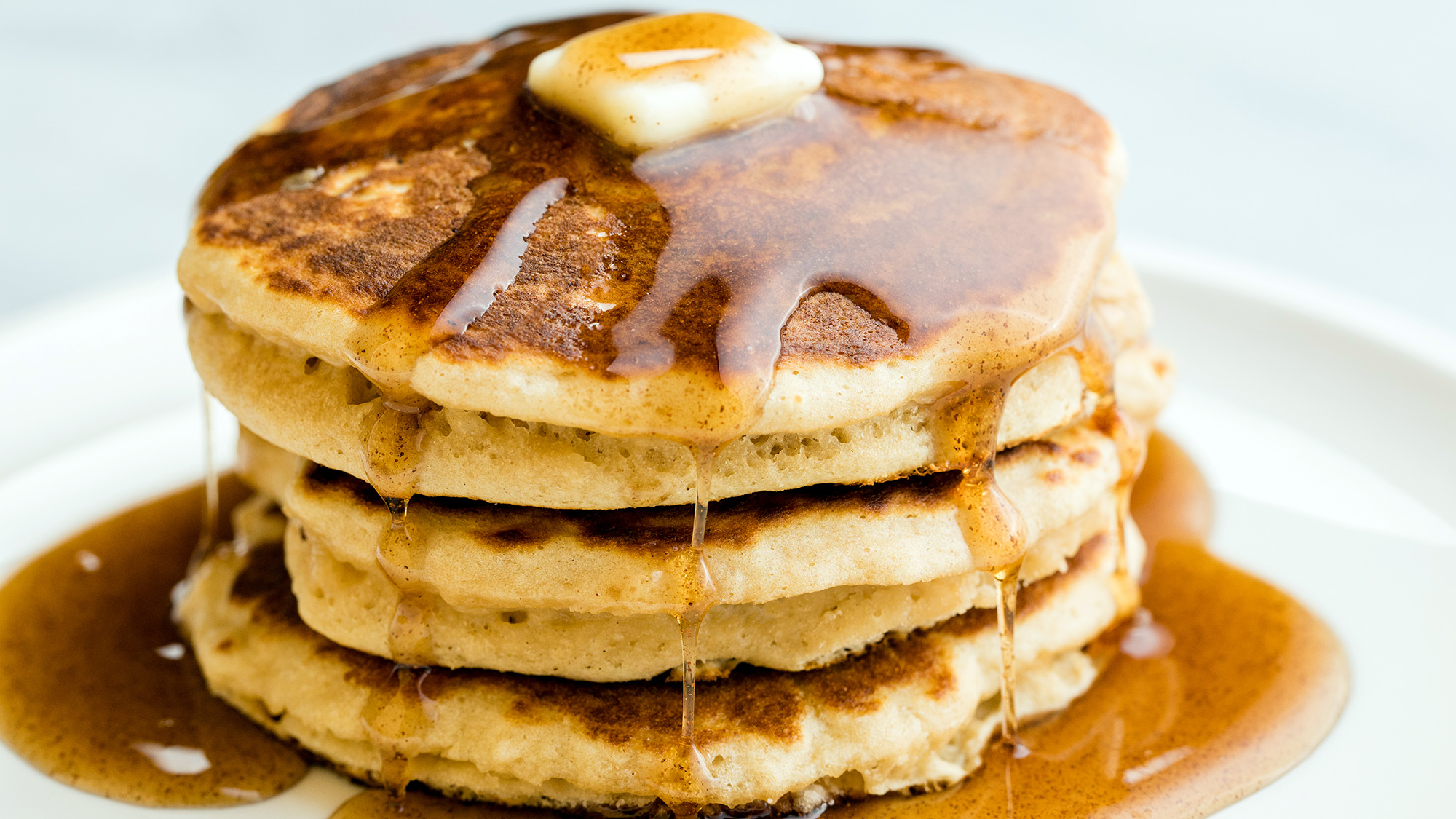 homemade_fluffy_pancakes_2000x1125.jpg