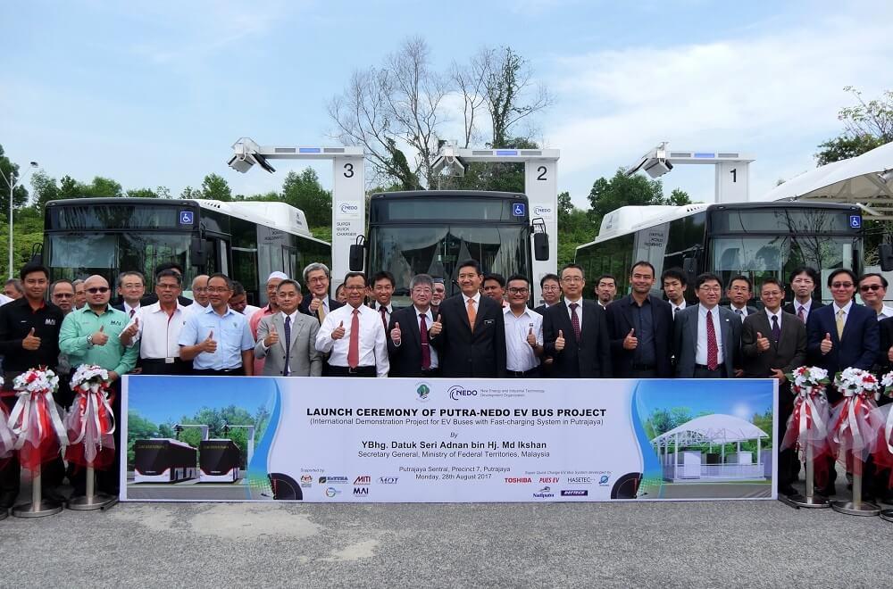 EVバスシステムの実証事業の運開式の様子