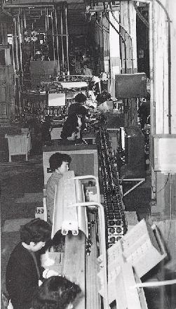 戦後の日本は少ない資源ながらも工業化を推し進めてきた(昭和29年、『東芝姫路工場創立50周年記念誌』より)