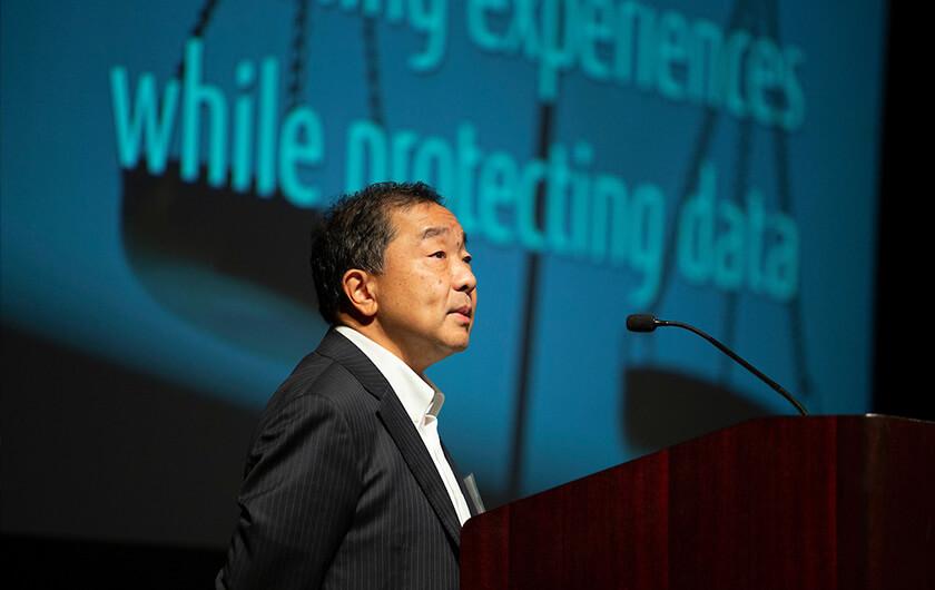 Photo : Keynote speech by Hirotaka Hara, CEO and representative director, Fujitsu Laboratories Ltd.