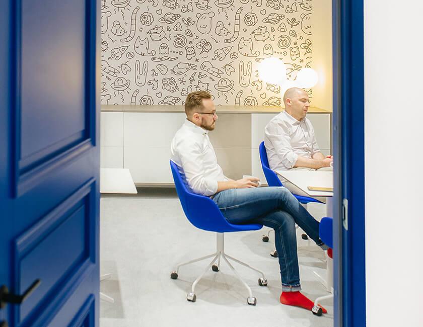 Photo : blockhiveのパベル(左)とラグナル(右)は、10代のときから遊び仲間だという。「エストニアは小さい国だからね」というフレーズは、タリンに滞在した1週間の間に何度も耳にすることになった。