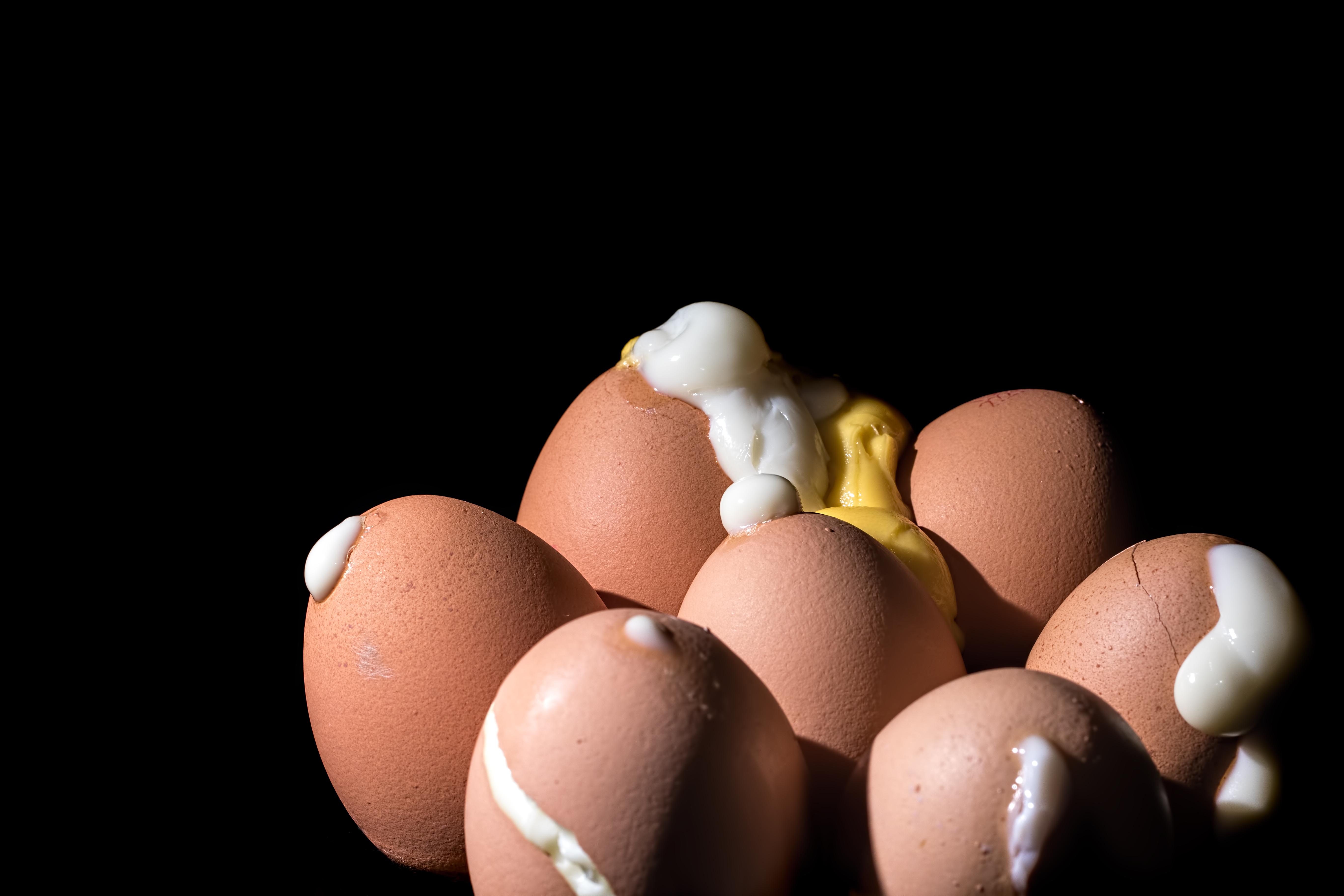 How to avoid cracked hard-boiled eggs