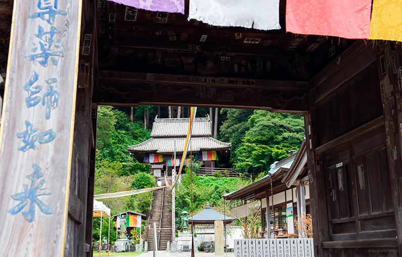 山門から本堂までの参道