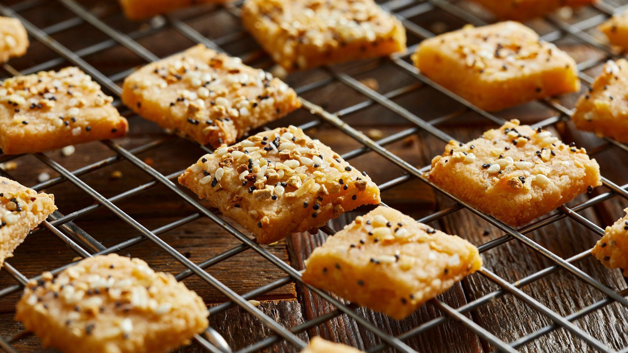 Keto_Inspired_Crackers_035.jpg