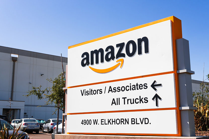 写真 : Amazonは売上増に伴い社員を増やしたが、コロナ禍対策により利益は減っている