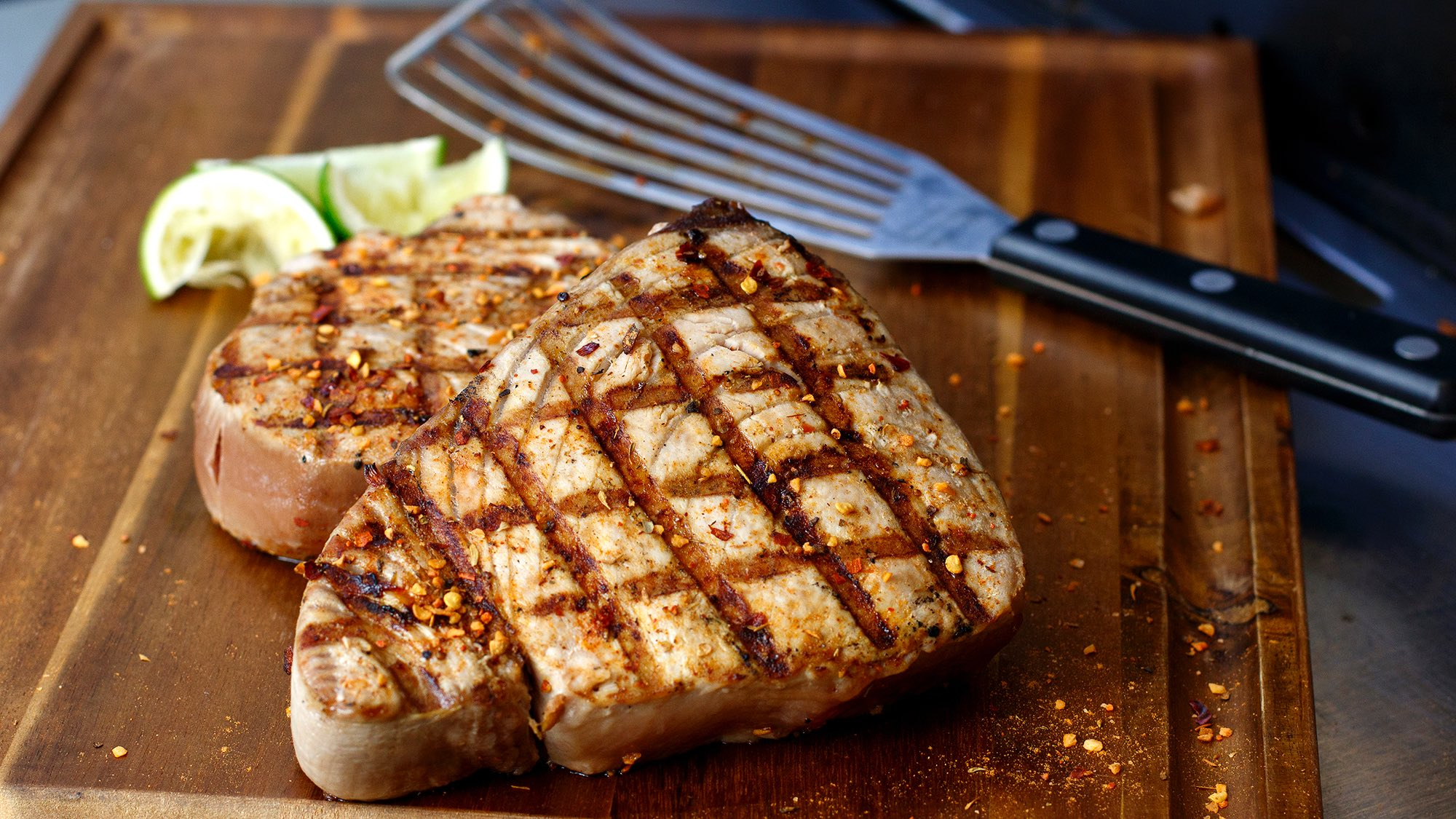 grilled-hot-pepper-tuna-with-lime.jpg